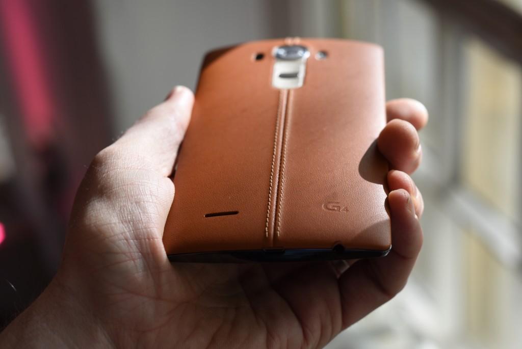 LG G4 - spatele din piele