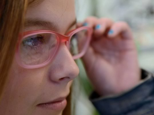 Implantul cu ochi bionic promite o viata cu o vedere perfecta