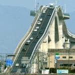 Podul Eshima Ohashi sau cum sa te dai cu un montagne russe cu masina