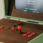 Un aparat pentru jocuri cu un design retro si modern pe care poti jocuri clasice