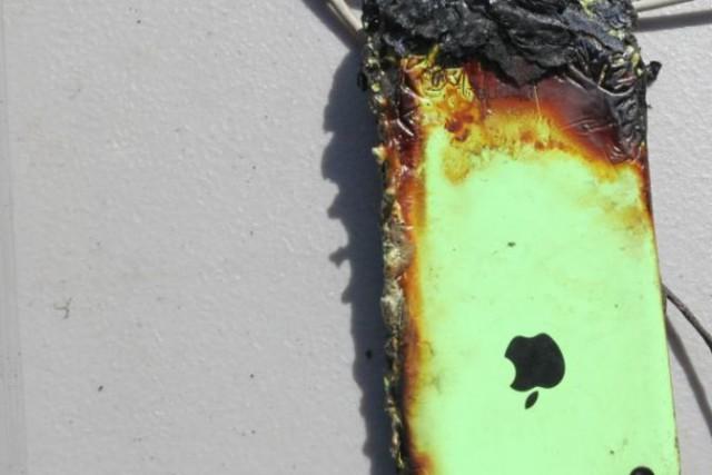 Un tanar a suferit arsuri serioase din cauza unui iPhone pus la incarcat