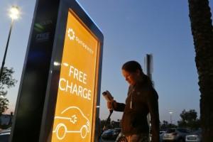 Cum isi incarca hawaienii masinile electrice in mod gratuit