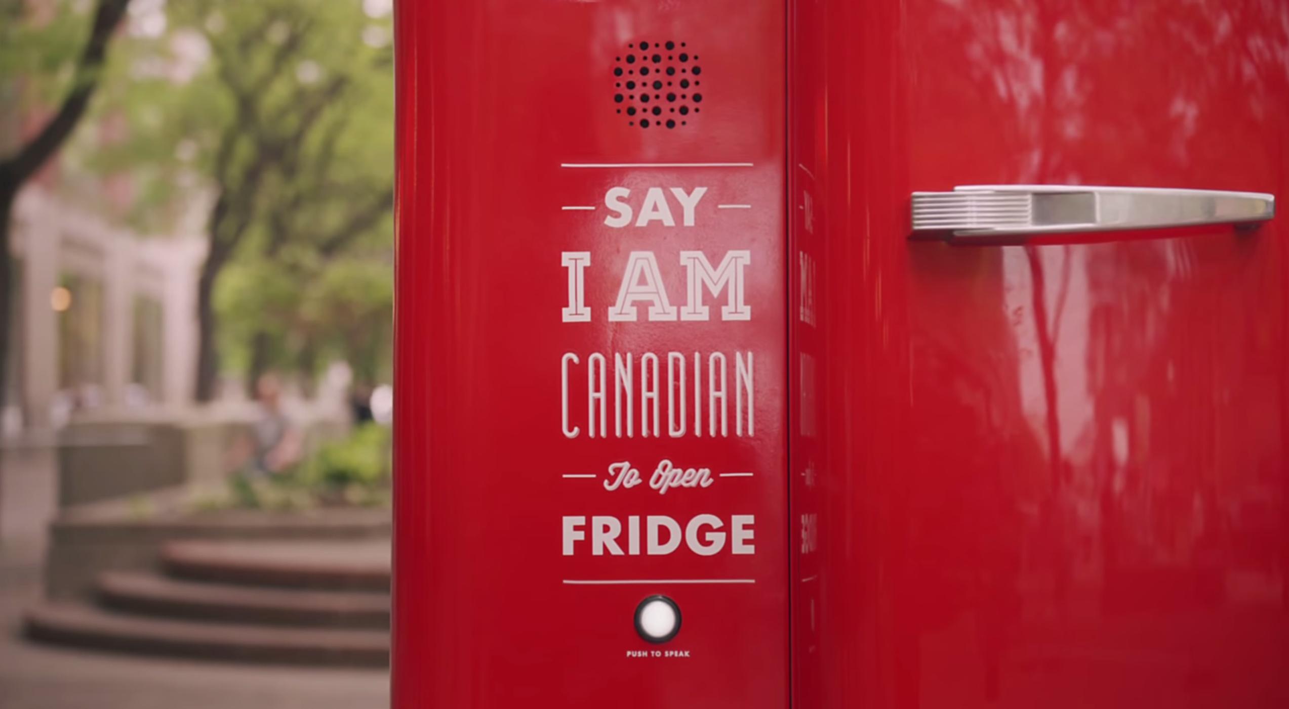 Google produce un frigider pentru bere cu comanda vocala