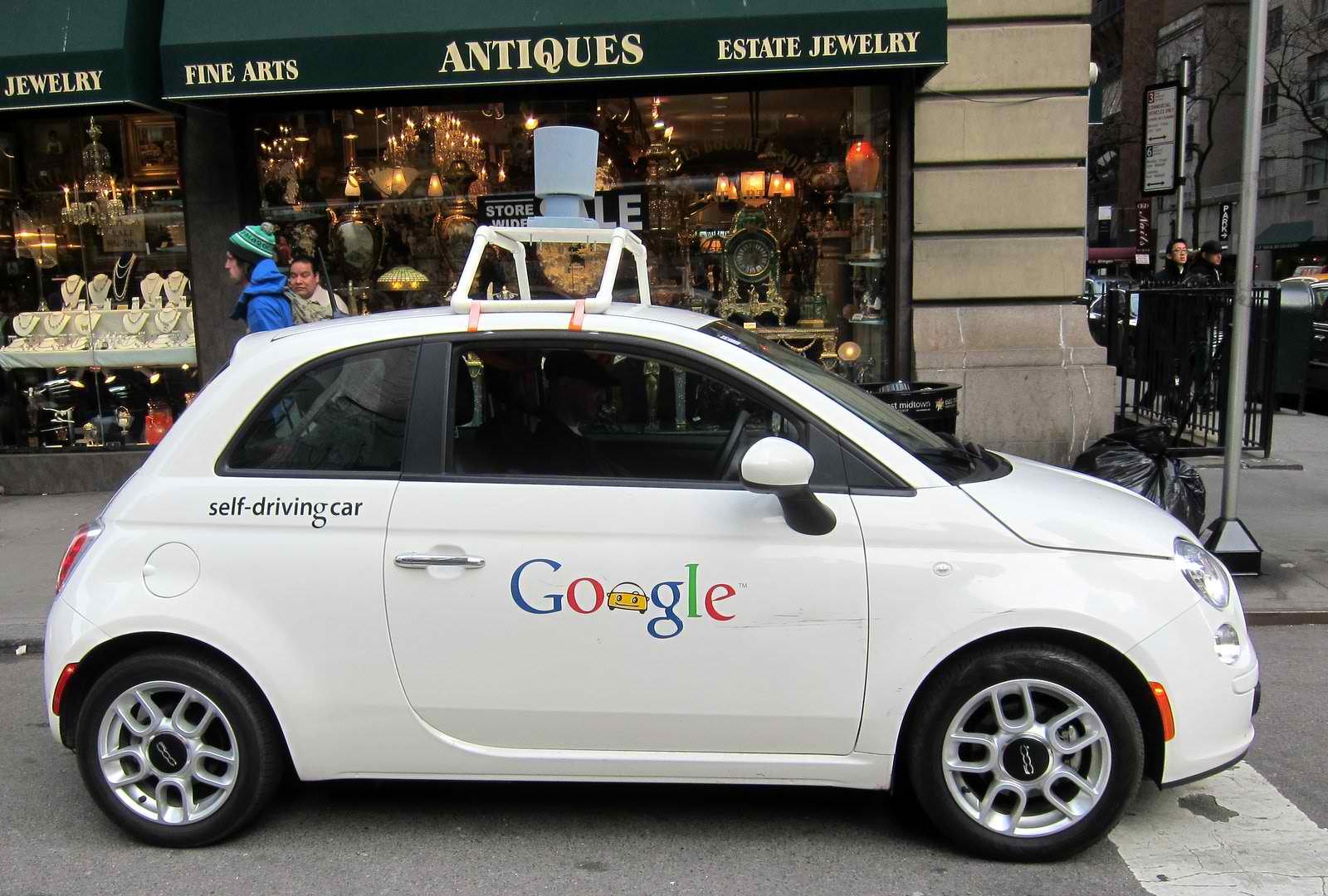 Masina fara sofer a Google a fost implicata in al 13-lea accident din anul 2009