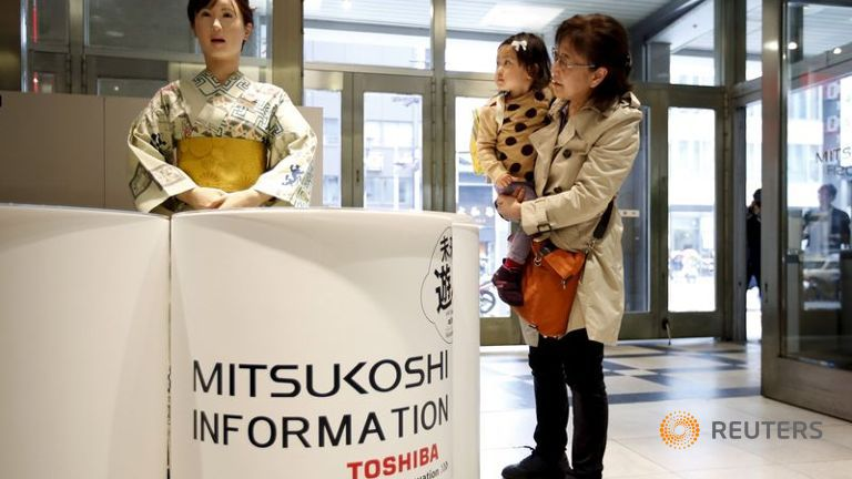 Robotul umanoid al Toshiba va saluta cumparatorii in Tokio