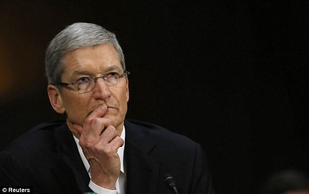 Tim Cook critica companiile care monetizeaza datele personale ale clientilor
