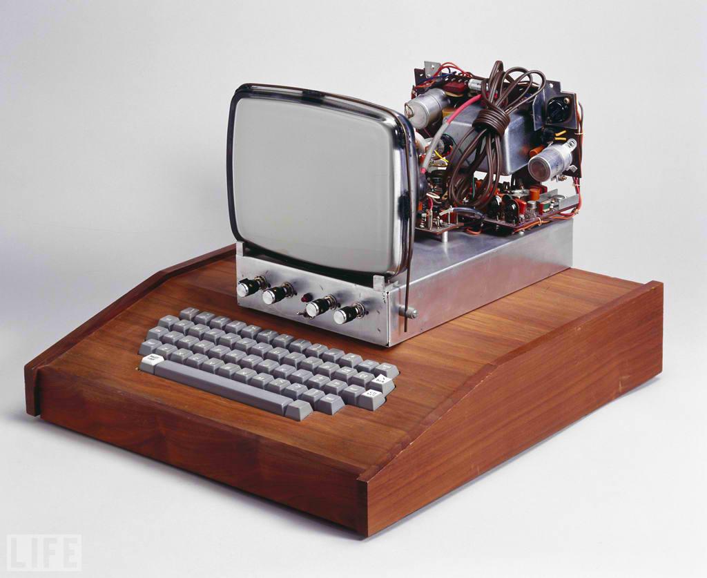 Un computer Apple-1 rar care costa 200 000 de dolari a fost dat la reciclat