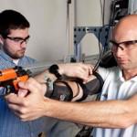 Armata Statelor Unite dezvolta un exoschelet pentru a-i invata pe soldati sa traga cu arma