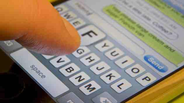 Cel mai rapid texter pe smartphone din lume este un tanar de 17 ani din Brazilia