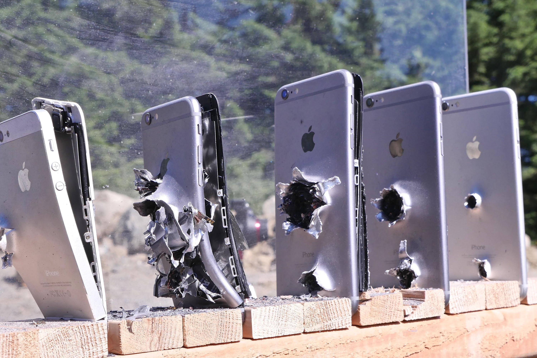 De cate iPhone-uri ai nevoie pentru a opri un glonte?