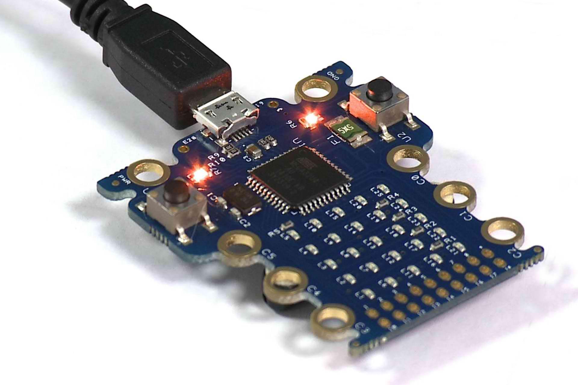 Fiecare copil de 7 ani din Marea Britanie va primi un computer Micro Bit din partea BBC