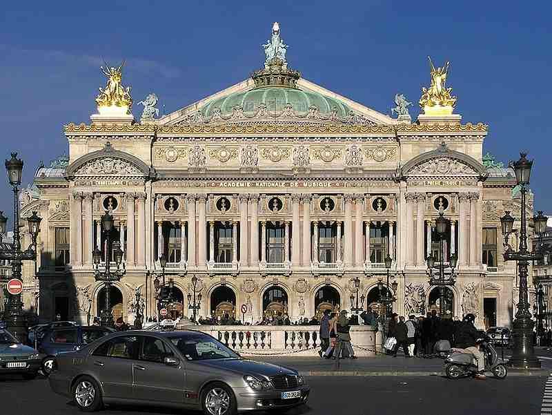 In Franta, acoperisurile trebuie sa aiba ori panouri solare, ori plante