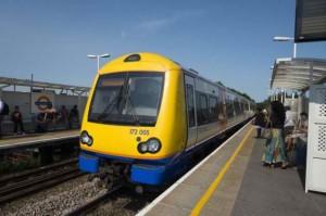 Un barbat a fost arestat pentru ca si-a incarcat iPhone-ul intr-un tren din Londra