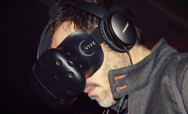 Casca de realitate virtuala HTC Vive are in sfarsit o data de lansare