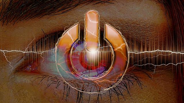 O femeie din Colorado primeste un transplant de ochi bionic