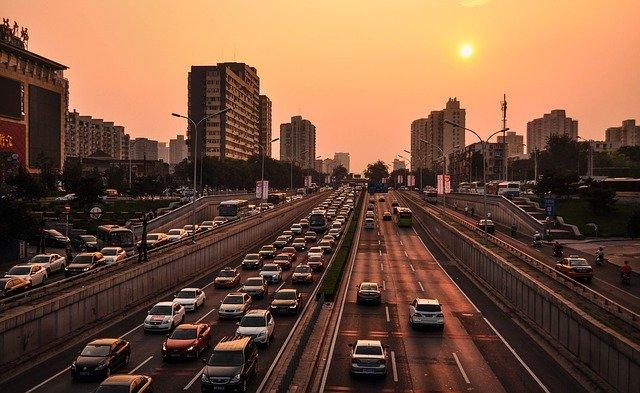 Poluarea aerului forteaza Beijingul sa emita prima alerta rosie din istorie