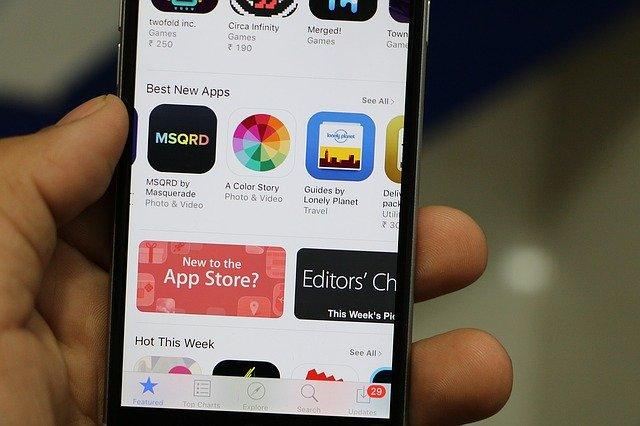 Magazinul de aplicatii App Store al Apple a castigat 20 de miliarde de dolari anul trecut, dar cresterea incetineste, se pare