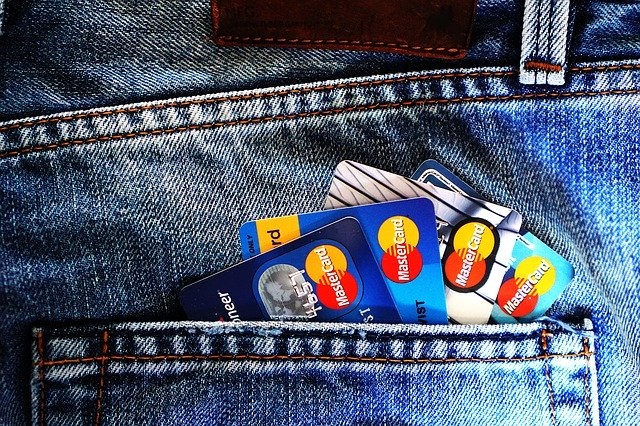 Mai multi hackeri au furat aproape 13 milioane de dolari de la bancomate in mai putin de doua ore