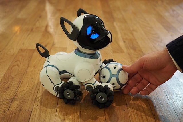 Cainele-robot WowWee CHiP