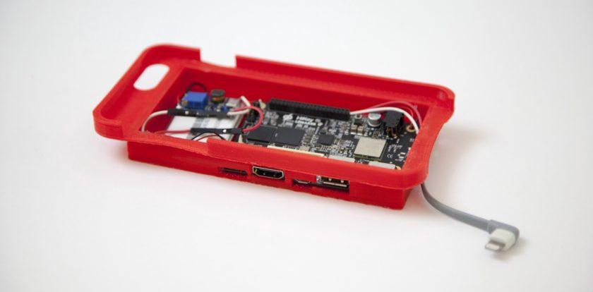 Aceasta carcasa iti transforma iPhone-ul intr-un telefon Android