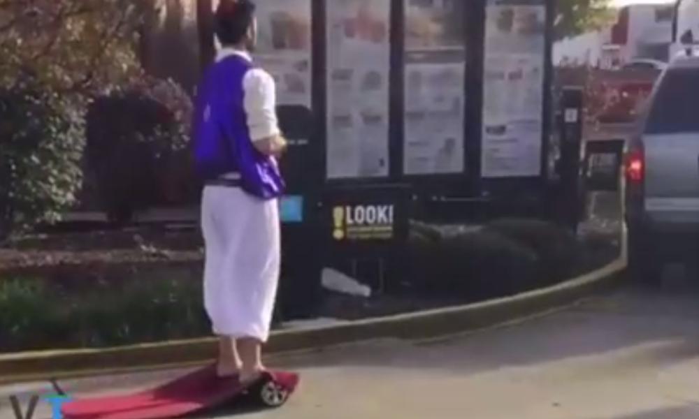 Aladdin si hoverboard-ul lui