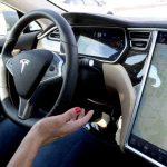 Caracteristicile de conducere autonoma ale Tesla fac ca unii soferi sa fie neglijenti