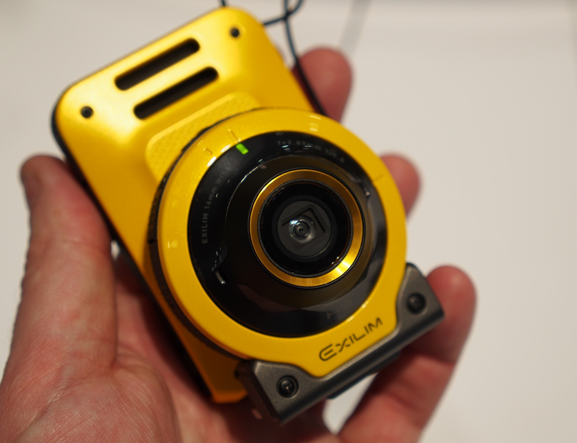 Casio Exilim EX FR100 - o noua camera robusta pentru selfie-uri
