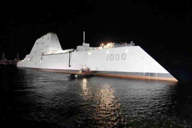 Cea mai futurista nava a Marinei Americane a ajuns oficial la apa