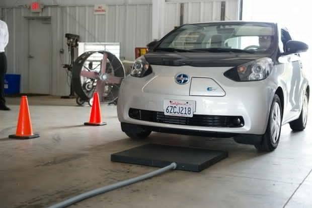 Cercetatorii dezvolta drumuri care pot incarca vehiculele electrice