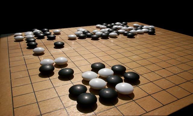 Inteligenta artificiala invinge un campion la jocul Go