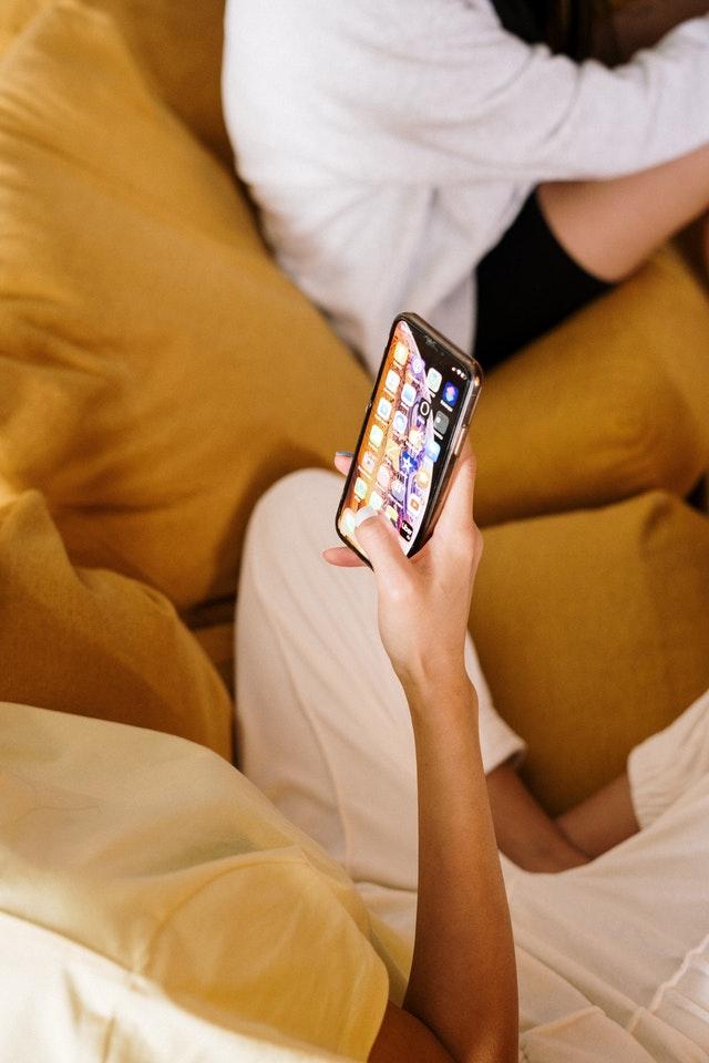 Mai putin de 10% dintre proprietarii de iPhone-uri planuiesc sa treaca la iPhone-ul din acest an