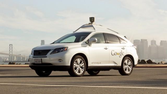Masina fara sofer a Google se izbeste de un autobuz