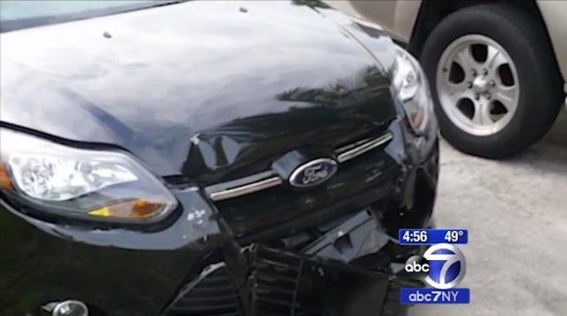 O femeie paraseste locul unui accident, masina cheama politia pe urmele ei