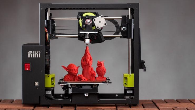 O imprimanta 3D printeaza un robot functional