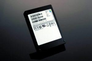 SSD-ul de 15,36TB al Samsung este acum livrat