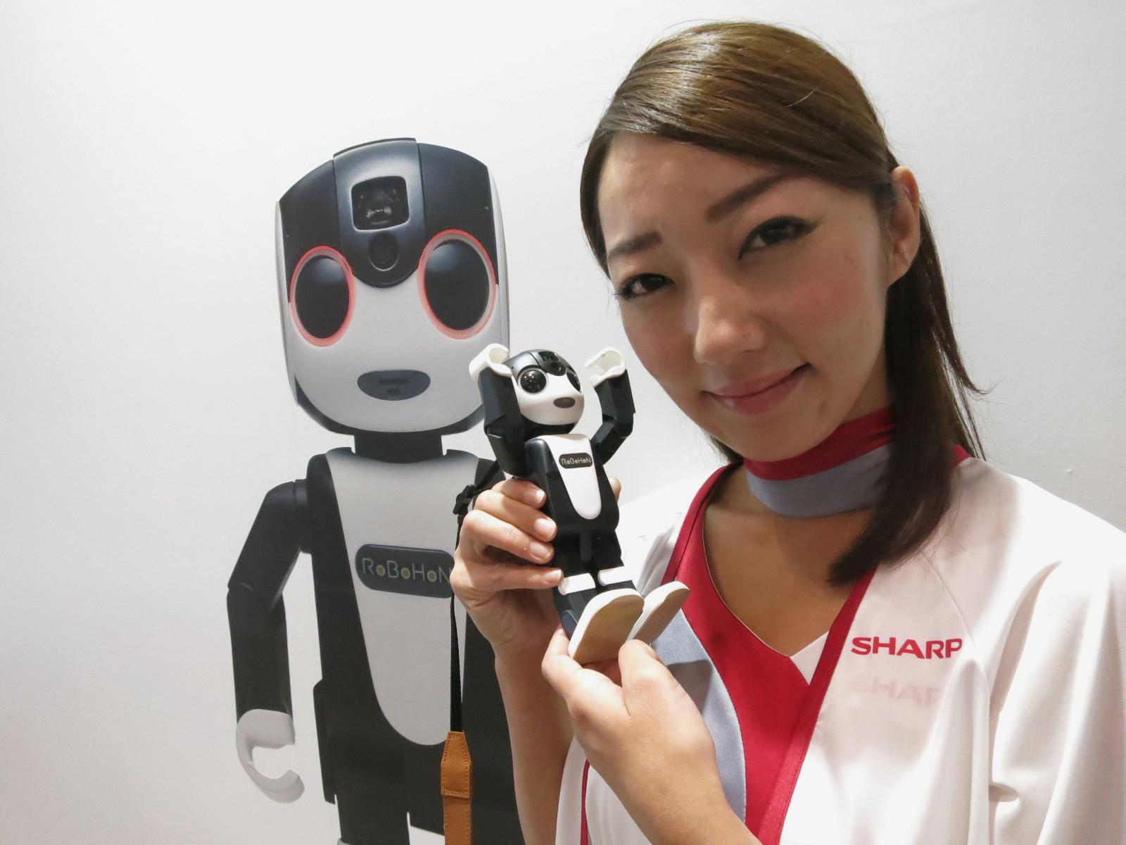 Sharp lanseaza smartphone-ul RoboHon cu aspect umanoid
