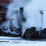 Tesla Model S arde complet in timpul Super-incarcarii