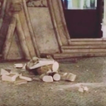 Un barbat sparge o statuie de 126 de ani pentru un selfie