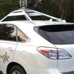 Urmareste cum masina fara sofer a Google intra intr-un autobuz