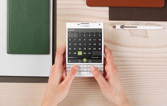 Utilizatorii de BlackBerry tin cel mai mult la smartphone-urile lor