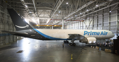 Amazon dezvaluie avionul cargo Prime Air