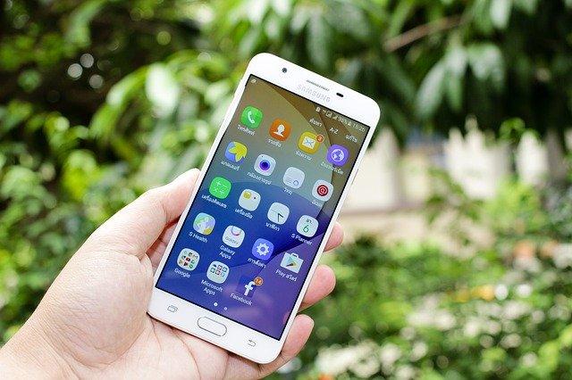 Samsung ar putea inceta sa produca smartphone-uri Galaxy S cu display plat in viitor