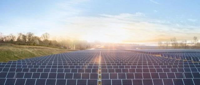 SolarCity produce un acoperis format din panouri solare