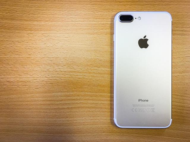 Apple explica de ce au inlaturat jack-ul pentru casti