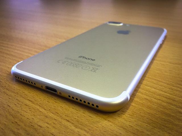 iPhone 7 cu 2GB de RAM VS iPhone 7 Plus cu 3GB de RAM