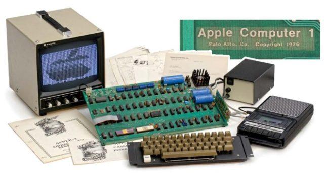 Un calculator Apple-1 rar functional va fi scos la licitatie
