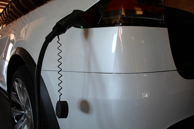 Tesla a fost data in judecata din cauza caracteristicilor de siguranta Enhanced Autopilot