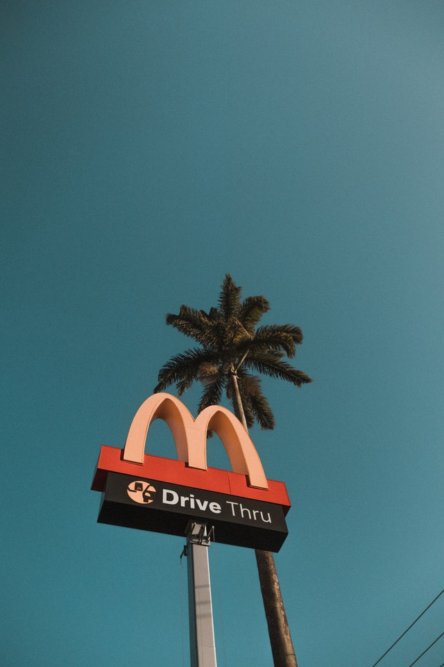 Un baiat de 8 ani a condus pana la McDonald's dupa ce a invatat cum sa conduca de pe YouTube