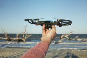 DJI lanseaza cea mai mica drona a sa, pe Spark. Vine cu o caracteristica de control inedita