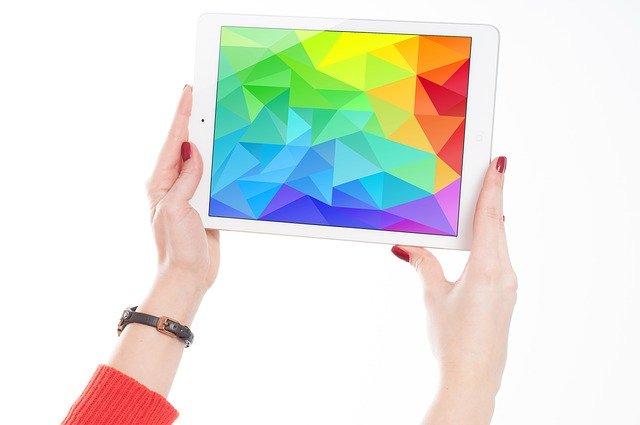 Interzicerea laptopurilor in avioane vine dupa ce cineva a ascuns explozibili intr-un iPad